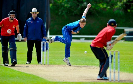 Niall Alexander bowling for the Reivers ©Donald MacLeod